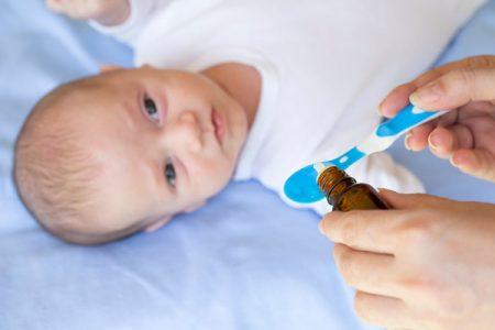 bebeklere ilaç içirme, bebekler nasıl ilaç içer, çocuklara ilaç içirme